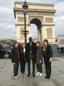 travelers and guide in front of the Arc de Triomphe, Paris